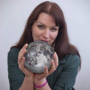 Nina s Měsícem