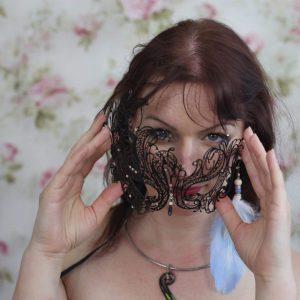 Nina s maskou